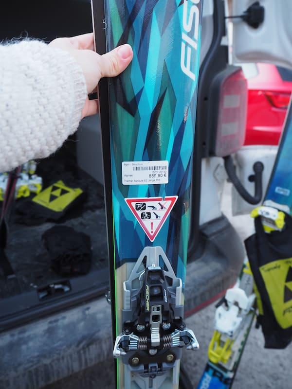 Solche Touren-Ski samt (Fell)Ausrüstung, Bindung, Schuhe etc. kosten gut und gerne mal € 1.000,- oder mehr!