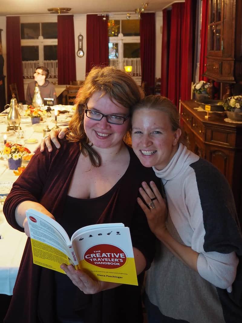 """Janett und ich bei unserem Kreativ-Treff an der """"Bergischen Kaffeetafel"""" in Mettman nahe Köln im vergangenen Jahr."""