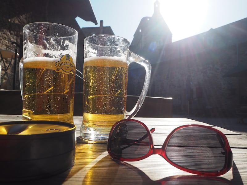 """… ein kühles """"Pilger-Bier"""" für die frohen Wanderer."""