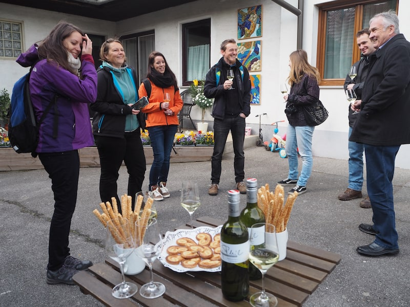 Wir starten unseren Tagesausflug in das Weinviertel in gemütlicher Runde: Mit Claudia von Freets.at, Angelika von Wiederunterwegs.com, Martin von Gehlebt.at sowie Lucie von DieKremserinOnTheGo.com.