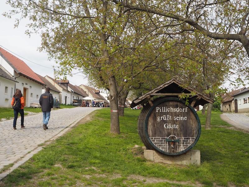 Willkommen in der Pillichsdorfer Kellergasse, dem Nachbarort zu Wolkersdorf ...