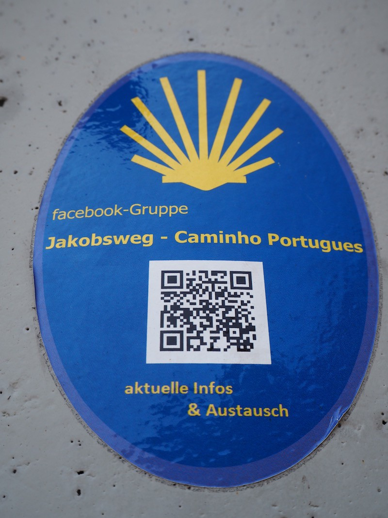 Unterwegs desöfteren erspäht: Hinweise von deutschsprachigen Pilgern für deutschsprachige Pilger.