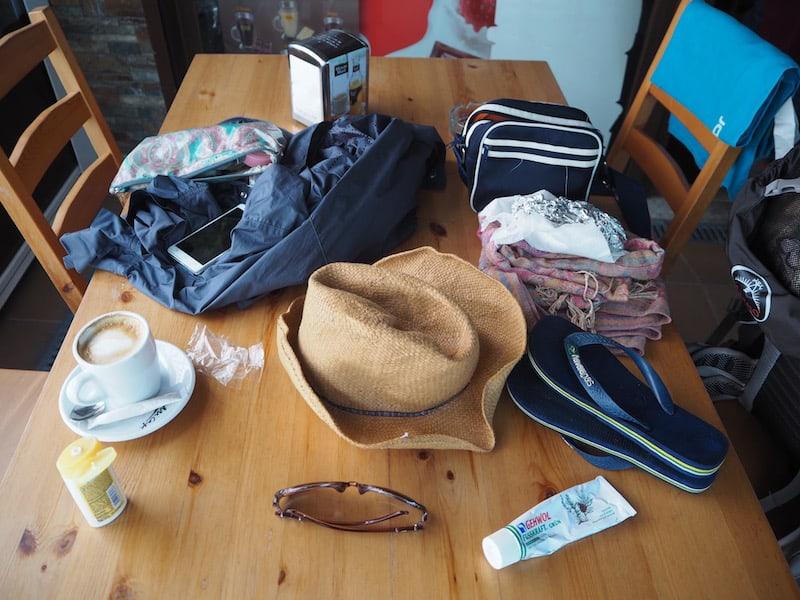 Thema Sonstiges: Noch mal so ein Einblick dessen, was am Tag 9 auf dem Camino alles auf dem Tisch liegt ...!