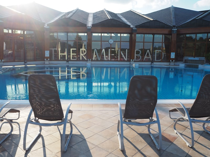 "Willkommen im 32° warmen ""Thermenbad"" der Therme Loipersdorf ..."