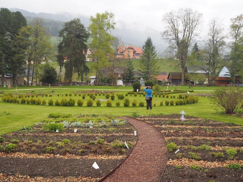 ... inklusive Erkundung des weitläufigen, historischen Gartenareals.