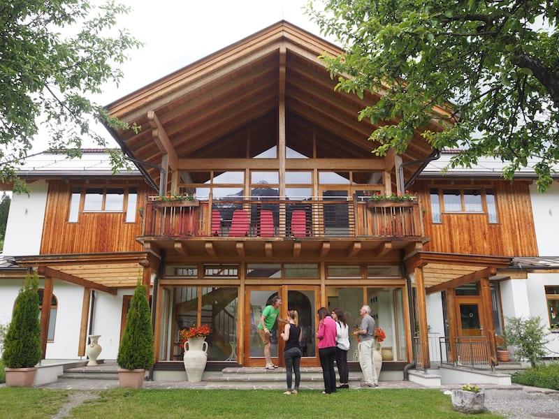 """Doch damit nicht genug (an Gemütlichkeit): Das AlpenCamp bietet zudem ein eigenes """"Spa-Haus"""" ..."""