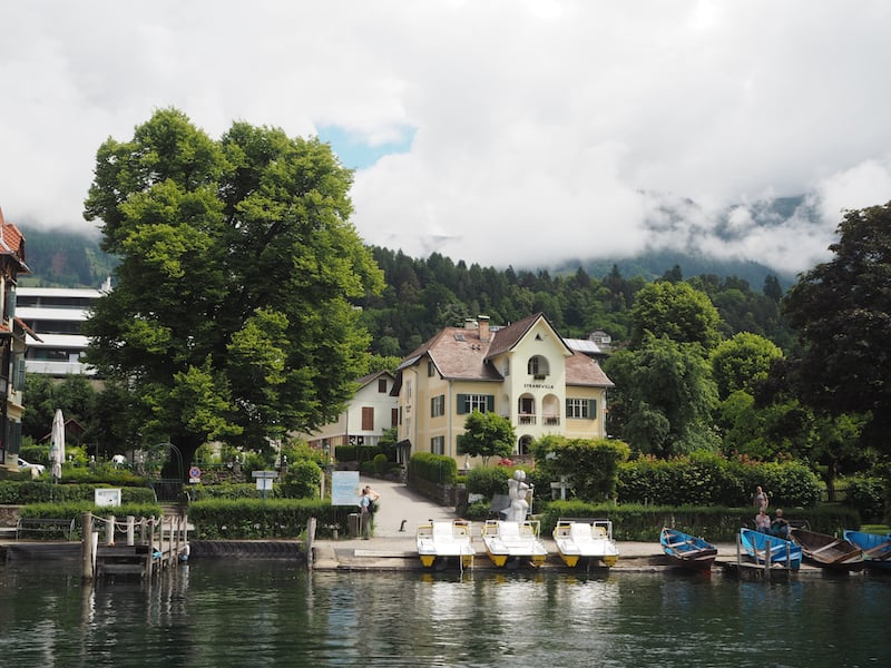 Noch so ein Vorteil des Ruderns: Der Blick auf die schönen Villen am Seeufer wird frei!