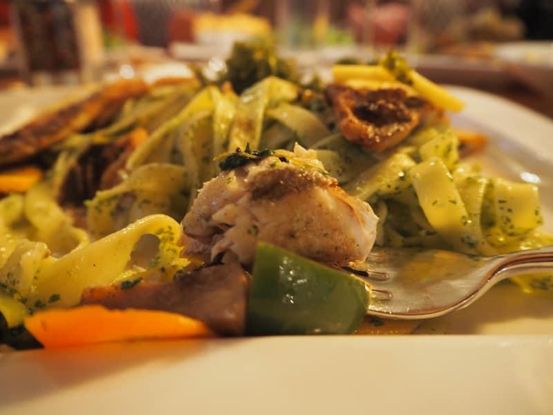 """Mahlzeit mit meinem """"Reinaken-Fischfilet"""", einer lokalen Fischspezialität aus dem Milltsättersee."""