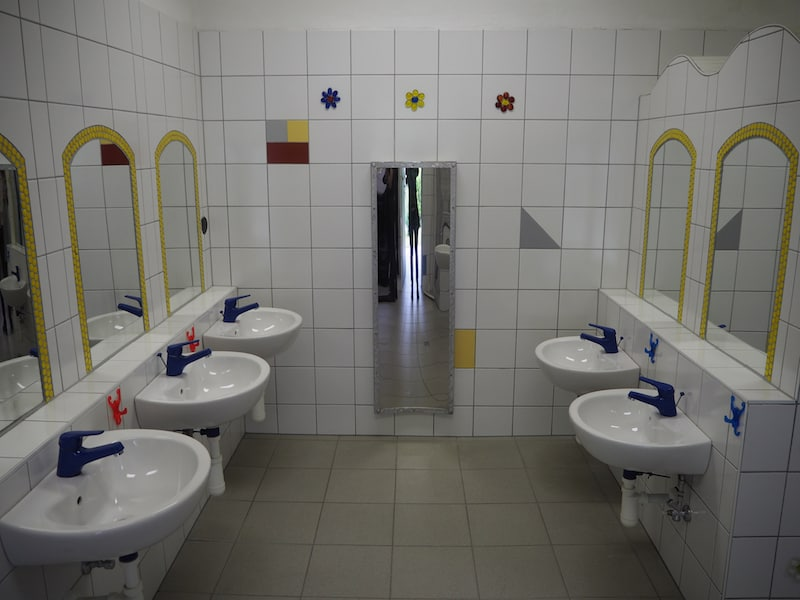 ... oder den mit viel Liebe zum Detail eingerichteten Kinder- und Familienbadezimmern ...