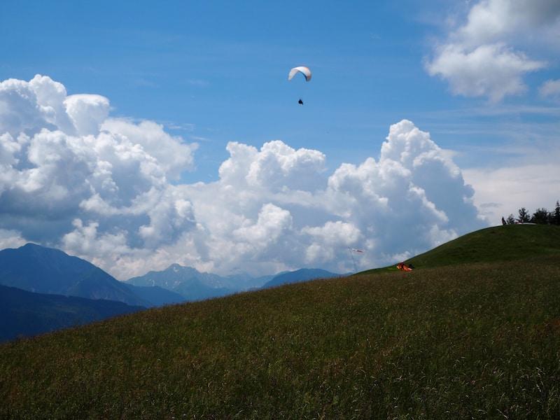 ... den Radsberg als beliebtes Ausflugsziel für Gleitschirmflieger, Paraglider zu erklimmen.