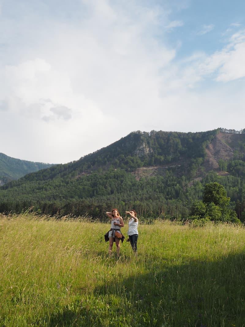 Bald nach unserer Ankunft bietet uns Gastgeberin Katharina Wernig an, mit ihr die umliegende Landschaft bei einem ersten Spaziergang zu erkunden ...