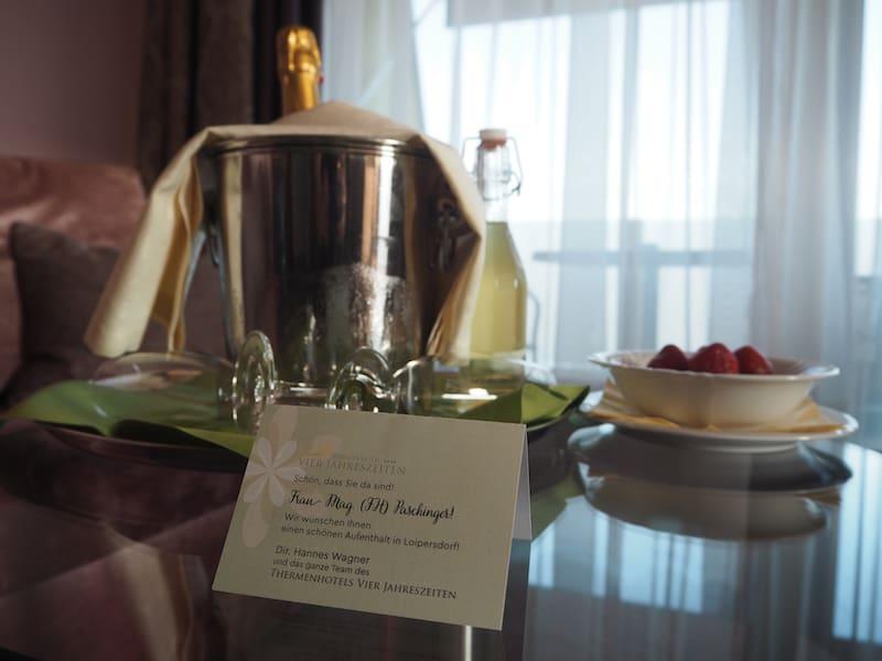 Der erste Eindruck ist vom persönlichen Empfang in der Suite des Thermenhotel Vier Jahreszeiten geprägt ...