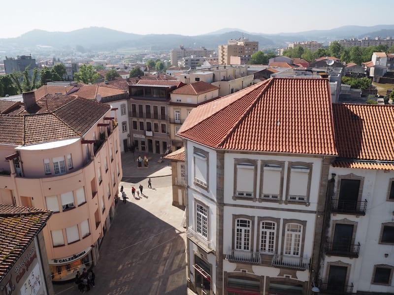 Blick auf die Stadt Barcelos vom Turm der Stadt aus ...