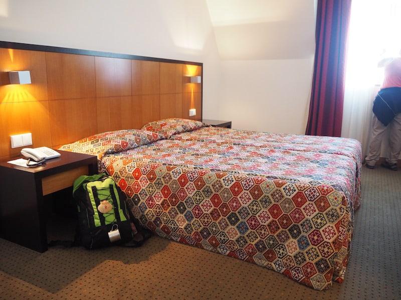 ... gerade mal interessiert nicht hauptsächlich die Ankunft in unserem Hotel sowie die erwartungsvolle Siesta ...