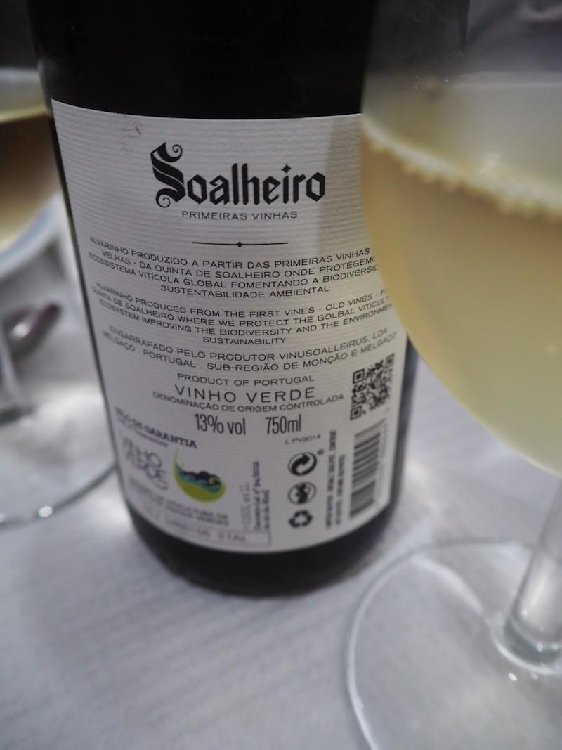 Prost mit etwas ganz Besonderem: Das Weingut Soalheiro produziert ausgezeichneten Alvarinho-Weißwein aus dem nördlichen Portugal, spendiert von dem Weinunternehmen Adegga ...