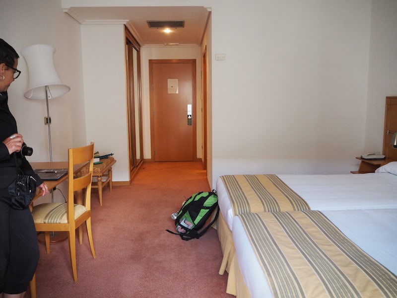 ... der Genuss der schlichten, schönen Hotelzimmer mit Dusche und Ruhe für uns ...