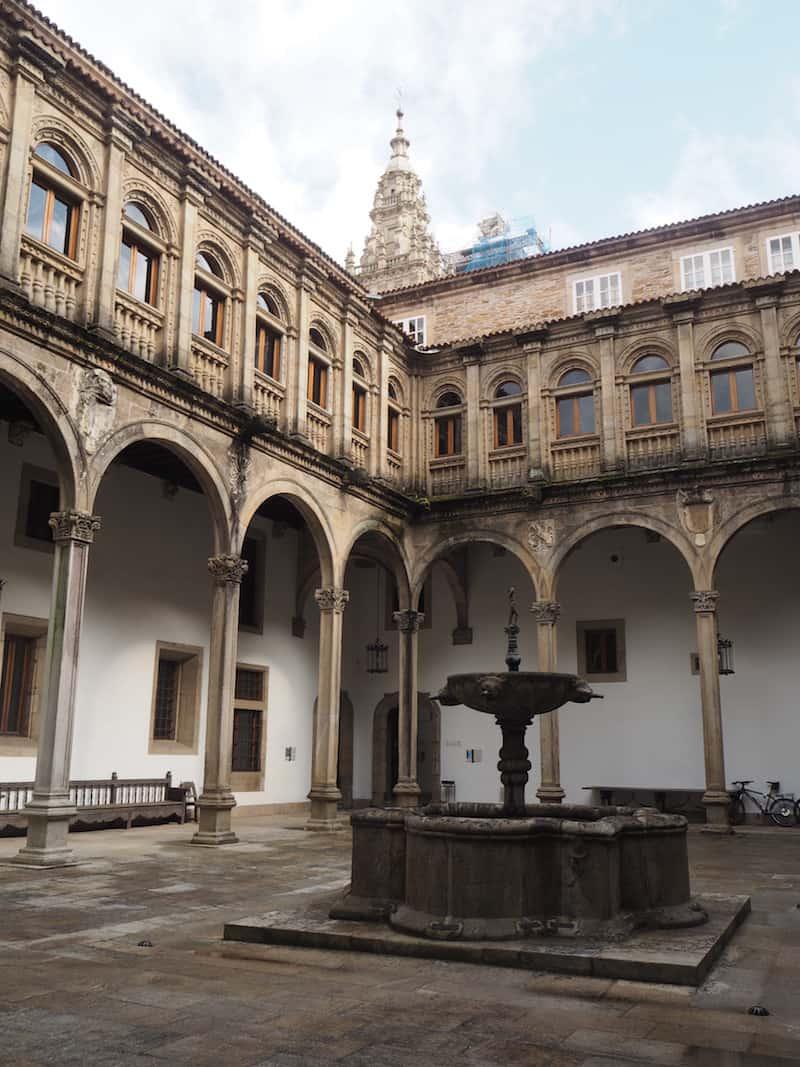 Die Ankunft (und Nächtigung) im historischen Parador de Santiago, mit Blick auf die Kathedrale von Santiago, ist nach so einer Pilgerschaft einfach unbeschreiblich schön ...