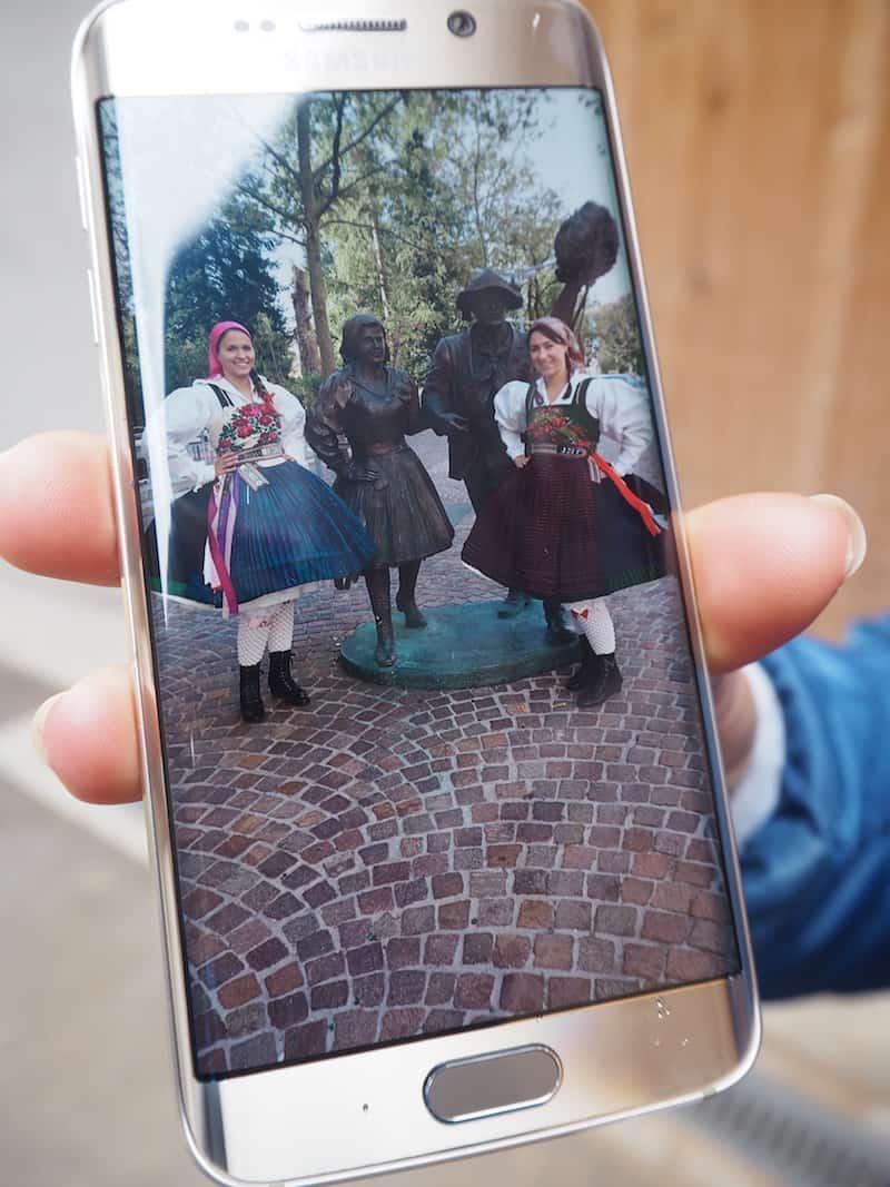 """Blick auf die traditionelle Tracht aus dem benachbarten Gailtal, zu der Brigitte Lugger auch heute noch steht: """"Ein bisschen Tradition muss schließlich sein"""", erklärt sie uns zum Abschluss schmunzelnd."""
