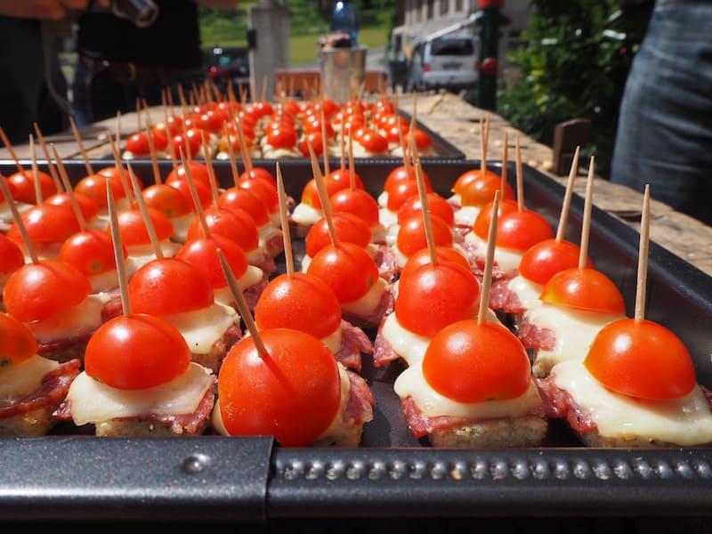 Als frische Polenta mit sonnigen Tomaten und hausgemachter Salami kommt selbige übrigens später auf den Tisch! Mahlzeit.