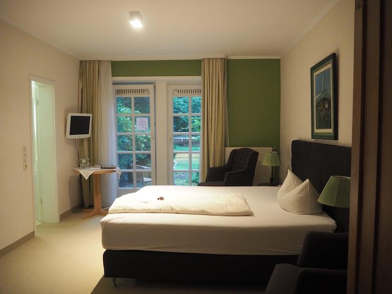 ... gestaltet sich gemütlich vorzüglich. Die Natur setzt sich auch in der Zimmergestaltung fort, hier habe ich mich wirklich gerne aufgehalten und herrlich geschlafen ...