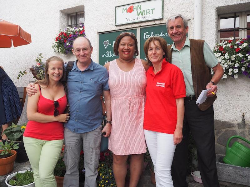 ... dem kleinen Dorf Armschlag schon seit jeher zum Durchbruch verholfen haben: Hier mit unseren internationalen Gästen Sarah & Terry Lee aus England.