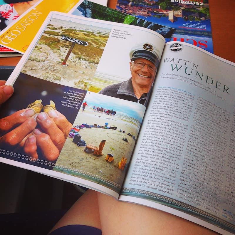 ... und schon bei meiner Anreise blicken mir hier aus dem aktuellen Reisemagazin GEO Saison, diese freudestrahlenden Gesichter entgegen: Auf die Wattenmeerführung mit Heino Behring habe ich mich besonders gefreut.