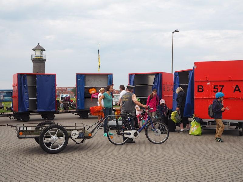 Ein verlässlicher (und schöner) Service: Die Abholung und Begrüßung der Passagiere durch die Fahrradboten der entsprechenden Hotels und Ferienhäuser ...