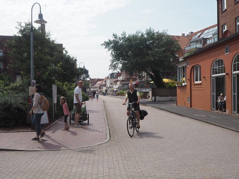 Der Herzschlag der Langsamkeit diktiert Juist: Radfahren ist das neue Cabrio-Fahren ...