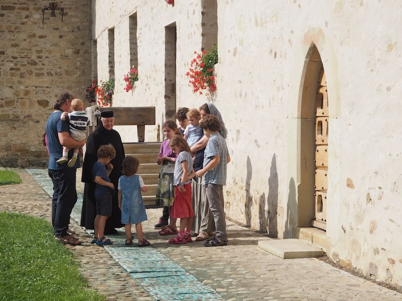 Hier sehen wir auch, wie sehr die Nonnen bemüht sind um Kulturvermittlung ...