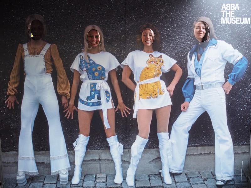 ... und ganz schön heiter etwas weiter beim Besuch des ABBA-Museums!