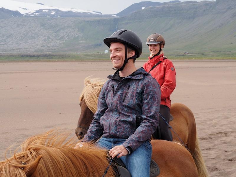 Islandpferde Reisen am Strand nahe des berühmten Vulkangletschers Snæfellsjökull: Auch und gerade für mein Bruderherz ein unvergessliches Ereignis!