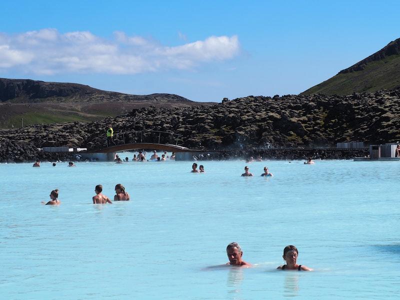 """Von gleißend hellen Tagen im Licht der Sommersonne, bei gut 20°C in Islands berühmter """"Blue Lagoon"""" ..."""