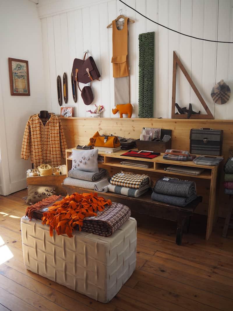 ... welche sich auf hochwertige Schafswollprodukte, zu wunderschönen Decken, Deko-Artikel und vieles mehr verarbeitet, spezialisiert haben.