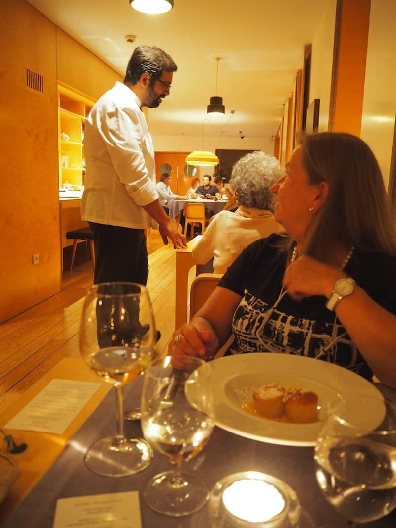 ... und loben den Küchenchef (der jeden Abend seine Runden dreht und sich nach dem Wohlbefinden jedes einzelnen seiner Gäste erkundet) ...