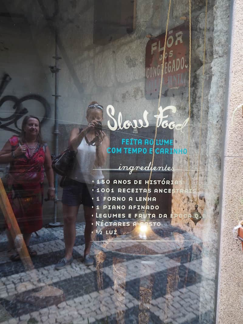 """Einer der nächsten Stopps ist das absolut köstliche Slow-Food-Restaurant der Stadt, """"Flor dos Congregados"""" nämlich ..."""