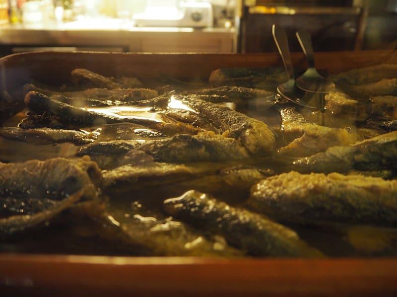 ... in dem alles, was wir sehen und essen, mindestens einen (halben) Tag lang geschmort, eingelegt oder langsam gegart wird. Herrlich. Diese Qualität und Aufwand schmecken wir auch.