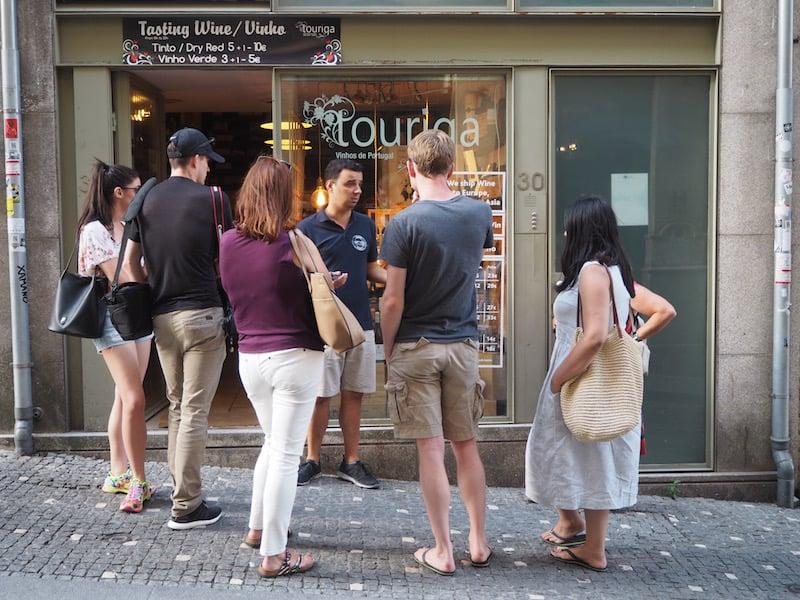 """Zusätzlich zu den insgesamt sechs herzhaften wie süßen """"Tasting Stops"""" weiß André zahlreiche Restaurant- oder (Wein)Marktempfehlungen auszusprechen ..."""