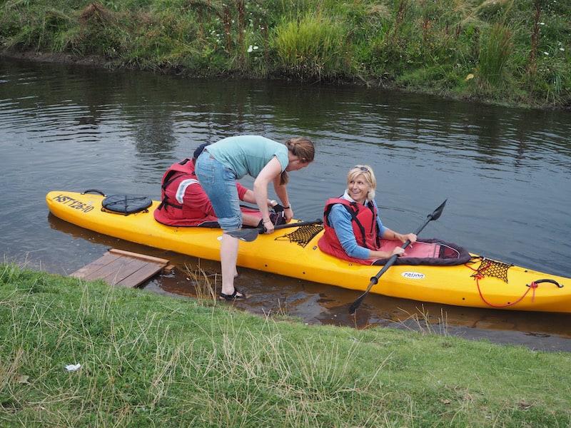 Von Anfang an schafft es Sandra Kley, uns Mut (und Begeisterung) für die Paddelfahrt im Doppel-Kayak zu machen ...