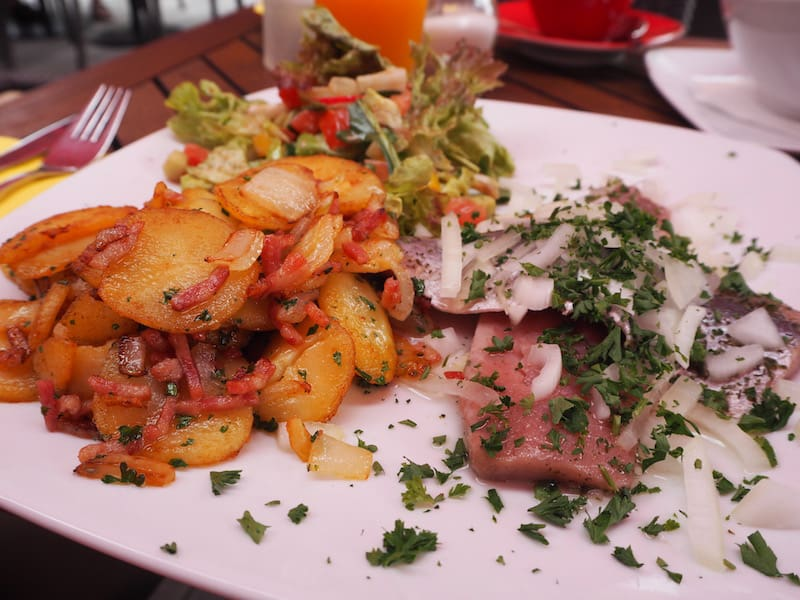 ... dessen Mittagstisch dann so aussieht: Mahlzeit an alle Fisch-Sehleckermäulchen!