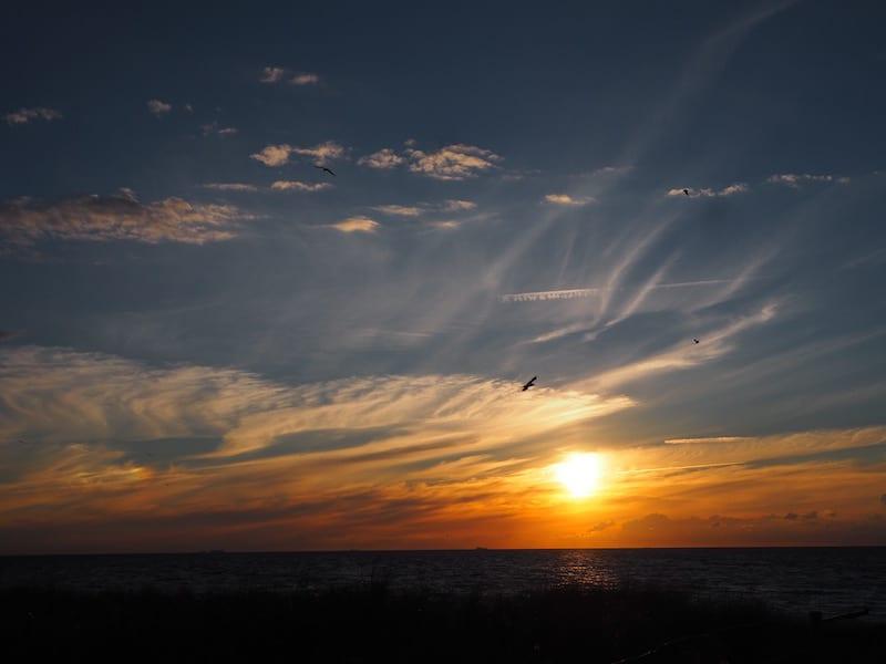 ... einmalige Reisemomente, wie diesen zauberhaften Sonnenuntergang ermöglicht.