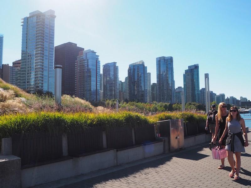 """Erst einmal angekommen, begebe ich mich mit der """"Canada Line"""" gleich in den Hafen der Stadt Vancouver, zur """"Waterfront"""" ..."""