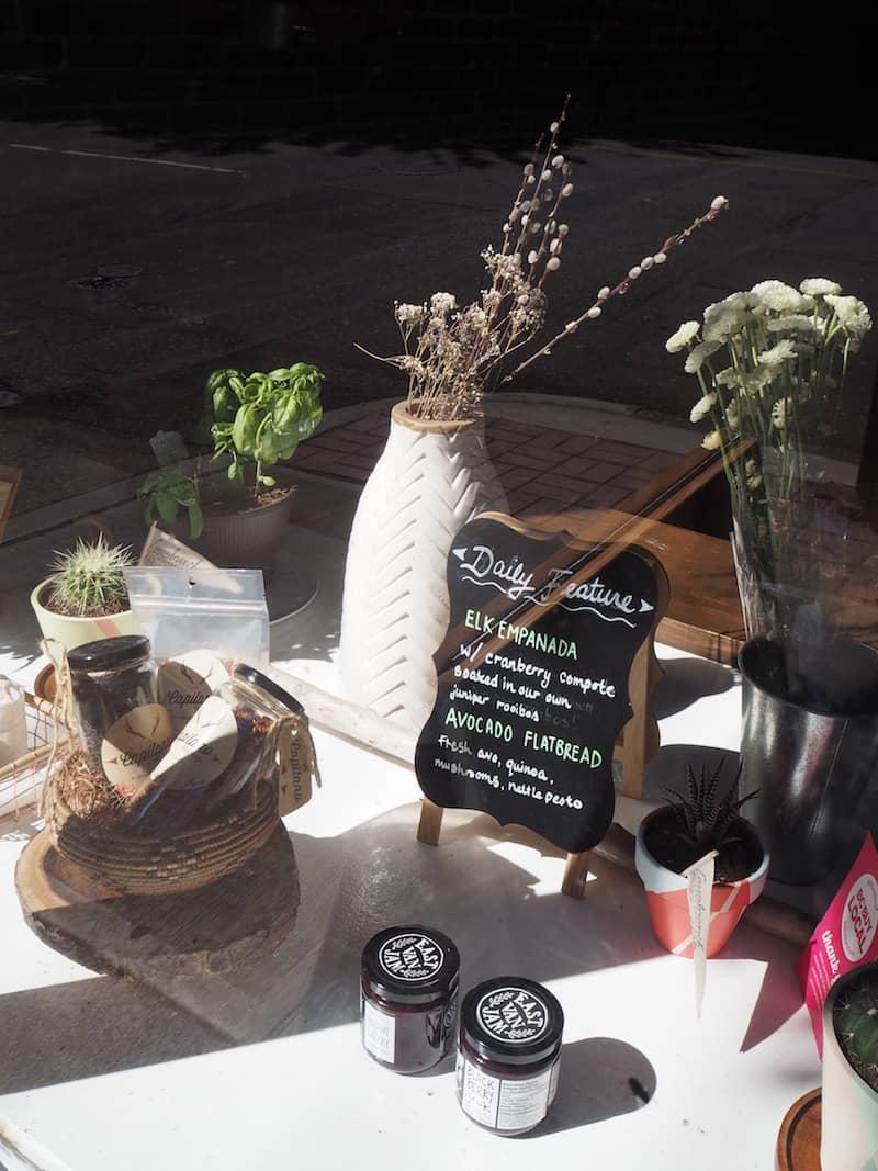 """... mit kreativen Läden, Cafés oder Restaurants: Sogar """"Elk Empanada"""" wird hier serviert! Mal sehen, ob ich diese noch kosten komme?"""
