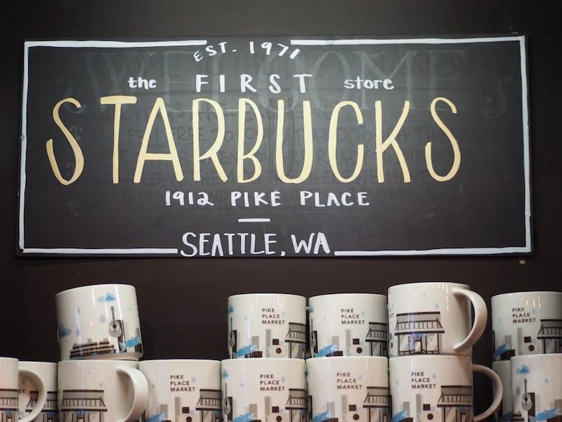 ... natürlich nicht, ohne vorher dem weltweit ersten Starbucks einen Besuch abzustatten ...