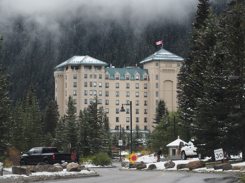 Another must-see stop for any first-time visitor on the Jasper - Banff Highway is the Fairmount Hotel at Lake Louise, reminiscent even of that Palace Neuschwanstein in southern Bavaria I've been at earlier this year ..!