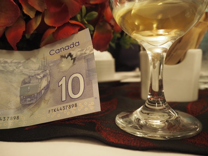 On a little side note: Did you know that the Canadian ten dollar note actually had a picture of the VIA Rail train on it? Best found out over a glass of wine on the very train itself ...! :D