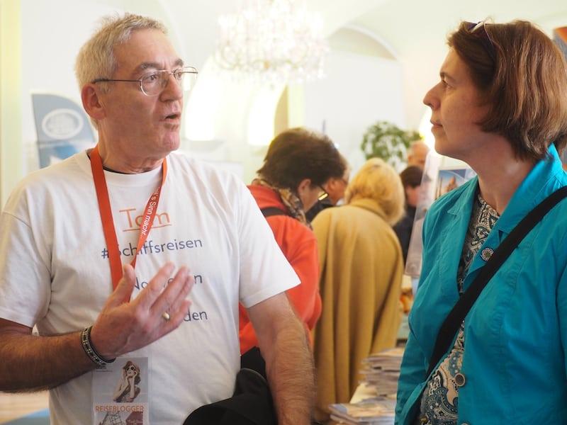 ... und / oder beraten Kunden, Aussteller & Besucher, wie hier Tom Gordeyns mit DI Elvira Kreuzpointner vom Österreichischen Umweltzeichen.