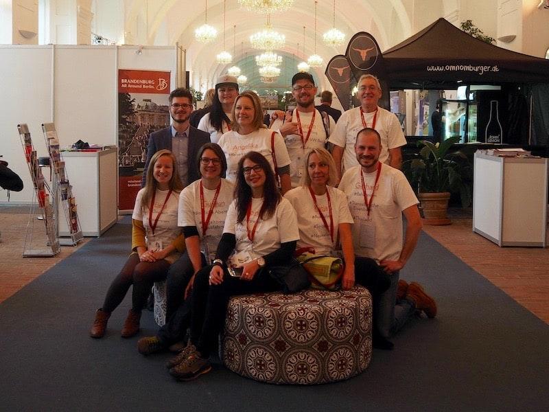 Zur Einstimmung versammelt sich ein guter Teil des ReiseBlogger-Teams am Beginn des ReiseSalon in Wien ...