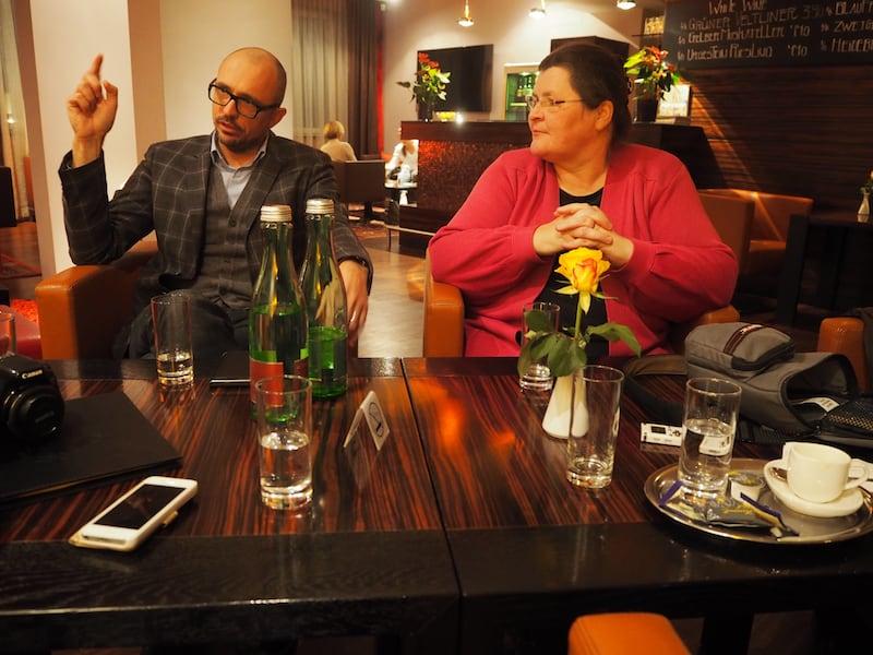 Nur zwei Straßen später sitzen wir abends mit Roman Mayrhofer, operativer Geschäftsführer des Hotel Der Wilhelmshof, beim abendlichen Getränkerunde zusammen ...