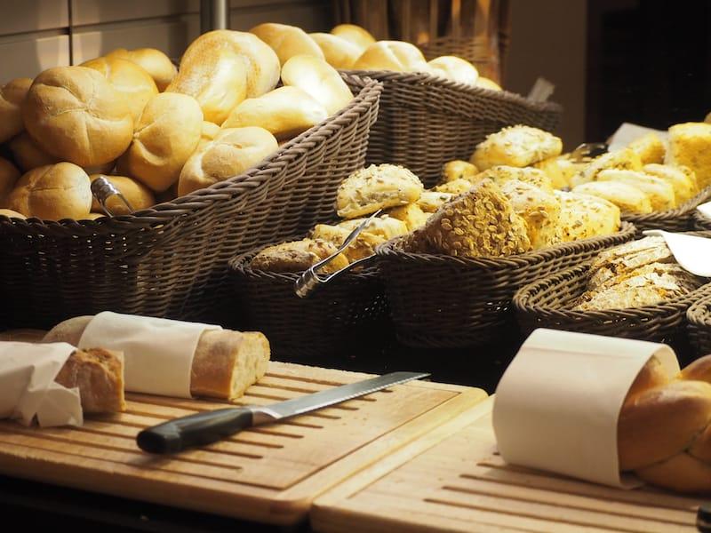 ... ebenso wie das täglich frische, herrliche Brot hier: Nach gut zwei Monaten Kanada liegt mir der Geschmack der Heimat überaus gerne wieder auf der Zunge ..!