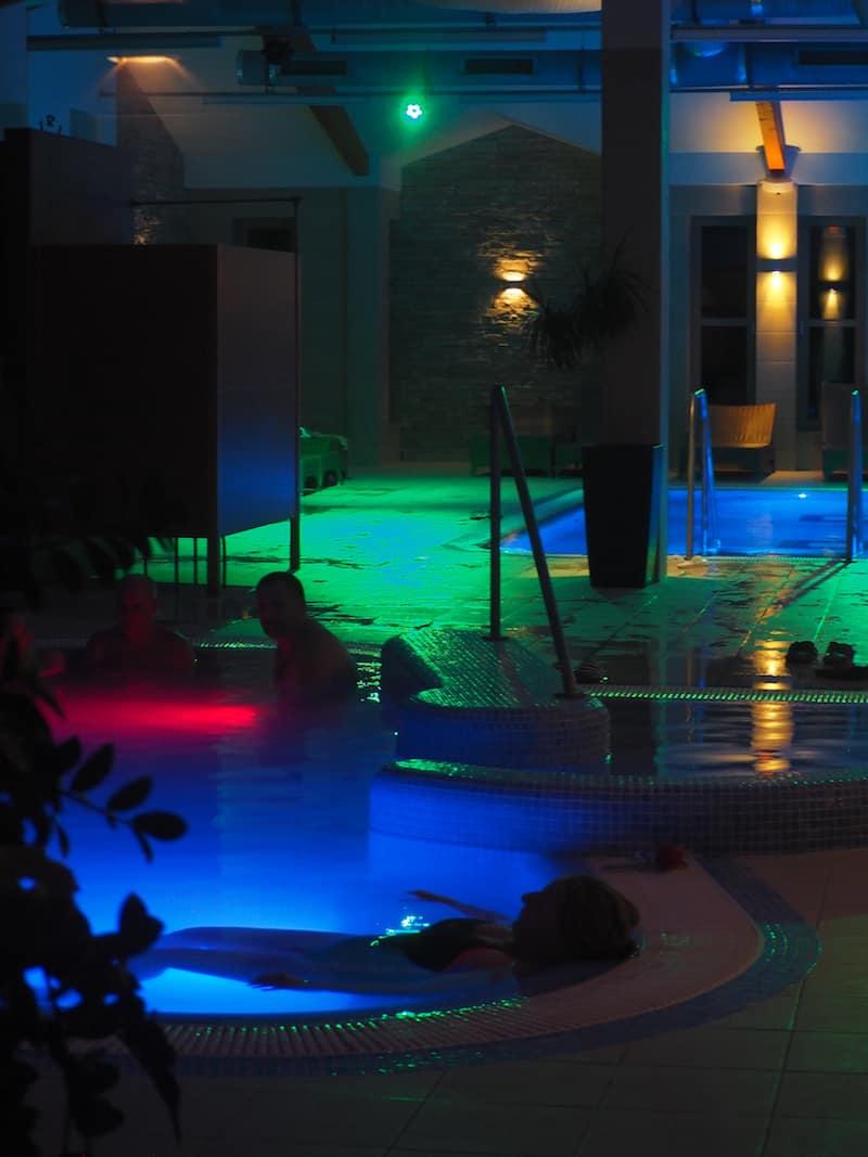 ... sowie natürlich der Wellnessbereich der Hotel- und Ferienhausanlage selbst: Genuss & Erholung pur.
